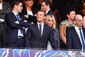 Emmanuel Macron veut revoir du monde en tribunes pour la reprise du foot en France.