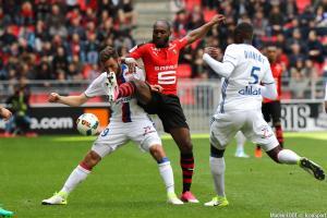 Giovanni Sio (Rennes) s'éloigne du Montpellier HSC.